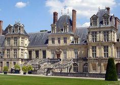 kasteel van fontainebleau het ligt in Frankrijk in Fontainebleau .Lodewijk de VII woonde er . Het is gebouwd in de middeleeuwen