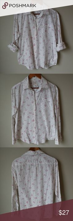 American Eagle Outfitters Floral Top Very pretty flower pattern and light-weight 100% cotton in great cindition! See photo for measurments.   🌻Check out my daughter's closet too! @mrwidmer American Eagle Outfitters Tops Button Down Shirts