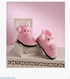 confiram receita e gráfico e passo a passo de botinha de crochê rosa