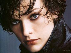 Russisch Milla Jovovichч; geboren als Milica (Mijl) Jowowitsch ) is fotomodel , actrice , muzikant , songwriter en ontwerper