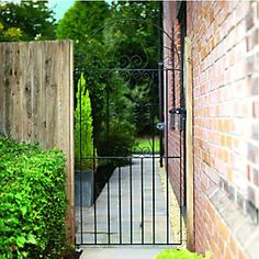 Wickes Chelsea Bow Top Black Metal Gate 1875mm High – Fits Opening of 991mm | Wickes.co.uk