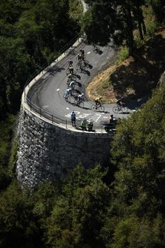 TDF 2015 stage 18 Riders round a switchback on the Col du Glandon. (Getty Images Sport)