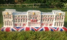 A Gingerbread Buckingham Palace from Hannah's Country Kitchen Buckingham Palace, Country Kitchen, Amazing Cakes, Dolores Park, Gingerbread Houses, Icing, Porn, Yummy Cakes
