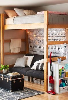 60 Dorm Room Decorating Ideas on A Budget February Leave a Comment Moving to college and beginning a new life away from home is a thrilling experience. It's also when you get to make your living space yours. Your new dorm room is a b Room, Room Design, Cool Rooms, Dorm Rooms, College Room, College Dorm Room Decor, Dorm Room Designs, College Bedroom, Dream Rooms
