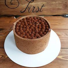 """Тирамису... Воздушные коржи, пропитанные кофе, легкий крем, хорошее какао...Невесовый как облако... ...Тирамису-десерт - здесь все понятно, приготовил в креманках и в них же и подаешь...Тирамису-торт - загонять """"облачко"""" в сырный крем? Нет, этот крем слишком груб для этого торта...Печенье савоярди? Можно, но надоело...Японский заварной бисквит пришел мне на выручку. У меня на него, кстати, очень большие планы. ...Немного об Италии...Моя любимая страна, моя сказка, моя мечта...Инстаграм мне…"""