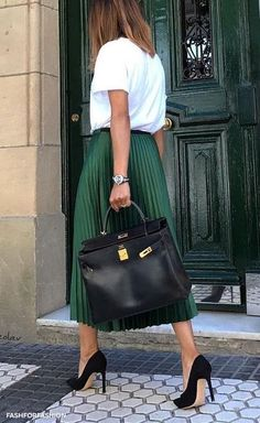 green pleated skirt & simple white tee || #womensfashion #style #outfitoftheday #fashion
