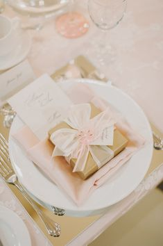 Pink, white and gold table placement.