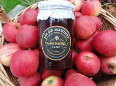 Jablečná povidla se šťávou z bezinek | recept. Povidla z jablek jsou v kuchyni oblíbenou surovinou. Používají se jako náplň do bu