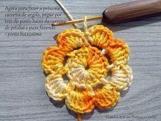 Olá, como prometido aqui está o Passo a Passo da Flor que utilizo no meu Trilho de Mesa Raio de Sol!!! Criei esta Flor em homenagem a minha... Crochet Flower Squares, Crochet Leaves, Crochet Flowers, Baby Blanket Crochet, Crochet Baby, Knit Crochet, Yarn Crafts, Diy And Crafts, Crochet Designs