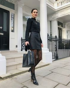 Winter Fashion Outfits, Autumn Winter Fashion, Black Leather Mini Skirt, Leather Pants, Elegantes Outfit, All Black Outfit, Mode Inspiration, Winter Looks, Classy Outfits