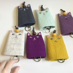 Fun Crafts To Do, Cat Crafts, Wet Felting, Needle Felting, Diy Bags Purses, Sewing To Sell, Cute Keychain, Key Covers, Felt Ball