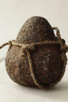 tumbleword:    (via New Guinea Net Stone)