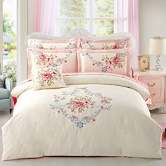 Beautiful Blue Shabby Chic Bedroom Ideas – Shabby Chic Home Interiors Shabby Chic Apartment, Shabby Chic Bedrooms, Shabby Chic Homes, Rose Duvet Cover, Duvet Cover Sets, Shabby Style, Shabby Chic Kitchen Decor, French Country Bedrooms, Beautiful Bedrooms