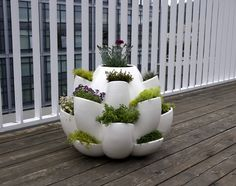 Love this modern planter... would make a fabulous balcony / patio herb garden!
