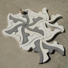 Oldsjö Hultgren Design.  blanco, negro y gris. Las posibilidades de armado del diseño final son muchas, así que el resultado del pavimento saldrá pura y exclusivamente de la imaginación del usuario.