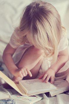 dreamcatcher34:  little girl child reading by Le Fabuleux Destin d'Amélie on Flickr.