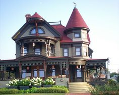 victorian house in Martha's Vineyard