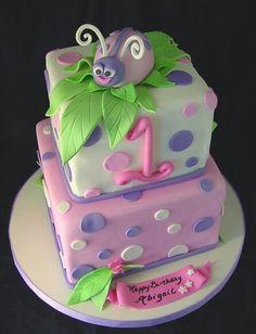 Cute ladybug cake for little girls