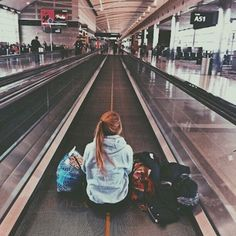 travel airport Many people believe that long distance relationships are never going to work out, but thats before they know of this list. Here are 21 best tips that will have you make your long distance relationship a strong and lasting one. Tmblr Girl, Poses Photo, Photos Voyages, Travel Goals, Travel Tips, Travel Hacks, Travel Bucket Lists, Travel Ideas, Vacation Travel