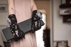 La collezione di Guanti in #pelle ricamati a mano, è combinazione di capacità tecniche tradizionali ed artigianali,a creatività e sperimentazione. #accessori dal look ... Couture, Embroidery, Retro, Collection, Fashion, Moda, Needlepoint, La Mode, Rustic