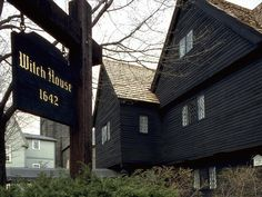 The Witch House, Salem, Massachusetts The only building left in Salem that connects directly to the infamous Salem Witch Trials, it is said to be haunted by many of the witch hunt's victims. 45 Spine Tingling Haunted Places in the USA~ Spooky Places, Haunted Places, Abandoned Places, Haunted Towns, Haunted Houses, Massachusetts, Salem Mass, Salem Witch Trials, Salem Witch House