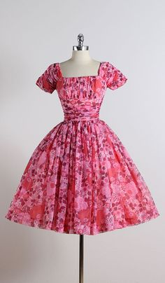 Cherry Blossom . vintage 1950s dress . door millstreetvintage