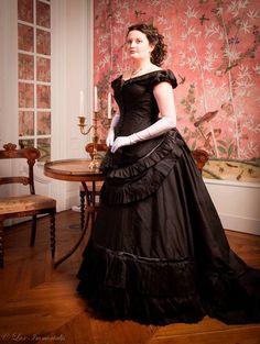 Medieval Fashion, Victorian Fashion, Vintage Fashion, Victorian Gown, Victorian Costume, Edwardian Clothing, Historical Clothing, Vintage Clothing, Ball Dresses