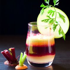 Best Juice for Your Immune System - The Best Juicing Recipes for Energy and Common Health Complaints - Shape Magazine Ingredients: 1 small beet 3 carrots 8 stalks celery 1 stalk broccoli 2 cloves garlic Healthy Juices, Healthy Smoothies, Healthy Drinks, Smoothie Recipes, Healthy Recipes, Beet Recipes, Detox Recipes, Stay Healthy, Drink Recipes