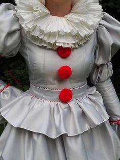 Usted podrá flotar demasiado... en este Pennywise se visten con pantalones. ¡Perfecto para Halloween o cosplay! Me puede a las medidas de los hombres o de mujeres. Dispone de blusa con pliegues y detalles de pom pom rojo. Faldas plisadas con efecto de tulipán. Acerino de lino de