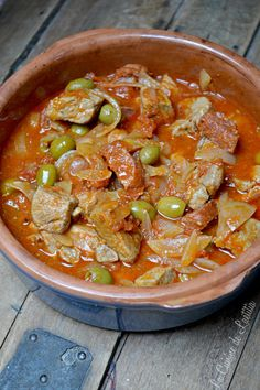 Sauté de porc au chorizo et aux olives vertes. For lovers of a spicy dish, this dish will delight your taste buds! Be careful not to take too strong chorizo ​​because your mouths will remember this meal. It is even better to prepare the day before and… Pork Recipes, Lunch Recipes, Healthy Dinner Recipes, Crockpot Recipes, Breakfast Recipes, Healthy Meal Prep, Healthy Foods To Eat, Healthy Snacks, Healthy Eating
