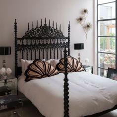 Bedroom | Black | Decorative bed | Oriental | Pink | Chic | Modern | Livingetc