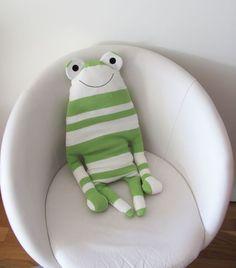 Proužky & Puntíky - eshop s dekoracemi a bytovými doplňky  Children's pillow - frog Dětský polštář - žába
