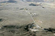 Vista aérea de Clvnia con el teatro en primer plano. Al pie de éste pasa la vía romana en dirección a Segisamone.