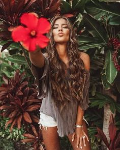 How to Take Good Beach Photos Artistic Photography, Lifestyle Photography, Portrait Photography, Photography Ideas, Picture Poses, Photo Poses, Lifestyle Fotografie, Urban Lifestyle, Hawaii Pictures