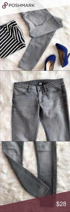 """Banana Republic Gray Legging Jeans In excellent used condition! These jean leggings are comfy, fun and edgy! Size 26. Waist - 15"""", rise - 7.5"""", inseam - 33"""". No trades, offers welcome. Banana Republic Jeans Skinny"""