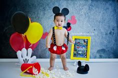 Session baby boy One Years. Smash The Cake Mickey Mouse, 12 months. Festa Mickey Baby, Fiesta Mickey Mouse, Mickey Mouse Parties, Mickey Party, Mickey Mouse Clubhouse, Mickey Minnie Mouse, 1st Birthday Cake Smash, 1st Boy Birthday, Birthday Ideas