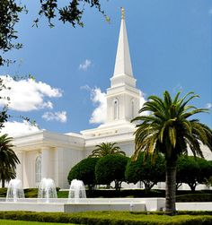 Orlando Florida Temple of The Church of Jesus Christ of Latter-day Saints. Temples that I've been privileged to attend. Mormon Temples, Lds Temples, Orland Florida, Temple Pictures, Lds Mormon, Lds Church, Peaceful Places, Jesus Cristo, Place Of Worship