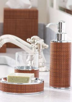 A casually stylish touch for any bath!