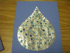Q-tip painted rain-drop - Art April Preschool, Preschool Weather, Weather Crafts, Kindergarten Crafts, Preschool Ideas, Preschool Crafts, Craft Ideas, Fun Arts And Crafts, Crafts For Girls
