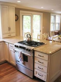 Nice Stove On Peninsula, Cabinet At Counter Level, Flush Countertop, No Hood