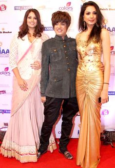 Rohit Varma with models at International Indian Achievers awards. #Style #Page3 #Fashion #Beauty