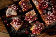 SMYKWKUCHNI: Ucierane muffinkowe ciasto z wiśniami i czerwoną p...