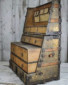 This steamer trunk from 1890 converts to a dresser so the traveler doesn't have… https://www.steampunkartifacts.com/collections/steampunk-glasses #VintageIndustrialFurniture