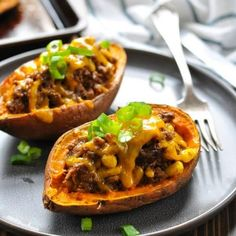 A family-friendly healthy dinner recipe is ready in about 30 minutes with these delicious Taco Stuffed Potatoes! Whether you use sweet potatoes or russet potatoes, ground beef, turkey or chicken, everyone will love this easy make ahead meal! Make Ahead Meals, Freezer Meals, Easy Meals, Potatoe Skins Recipe, Potato Skins, Fajita Spices, Sweet Potato Tacos, Homemade Taco Seasoning, Healthy Dinner Recipes