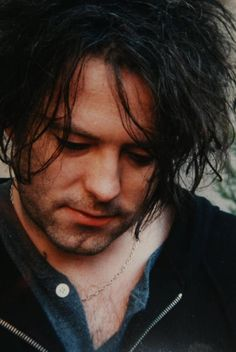 Love the unshaved look :) (found on fb, Franck Sergent) Robert Smith Musician, The Sweetest Thing Movie, Bob Smith, What About Bob, Robert Smith The Cure, James Smith, Alternative Rock Bands, I Robert, Beautiful Lyrics