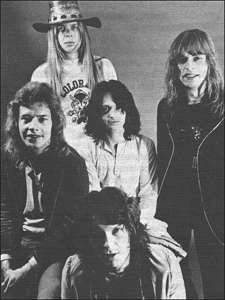YES LOOK AT RICK WAKEMAN. They were still babes here. The time so precious. I wish I could go back in time to relive these years.