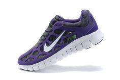 De Nike sont ces Nike Free Run 3 Femmes Pourpre Chaussures En Ligne formateurs qui viennent dans un dessus gris phylite léger anthractire qui fusionne la semelle intercalaire à semelle en cours d'exécution et un confortable ajustement doublure pour plus de confort pendant l'activité physique.