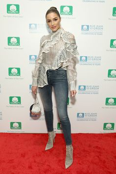 Olivia Culpo Lace Up Boots - Olivia Culpo styled her look with pointy gray lace-up boots.