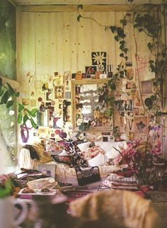Green yellow pink live studio room interior design plants ivy rose art life