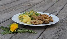Pampelišky skvěle chutnají, například v pampeliškovém bramborovém salátě: http://www.vysnenazahrada.cz/2017/05/co-delas-s-temi-pampeliskami.html